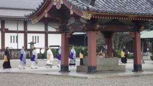 朝行中の僧侶