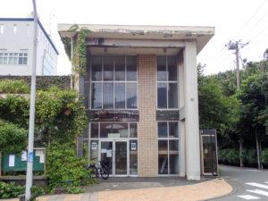 大島町図書館。渋い。