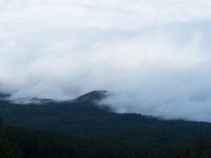 富士山には雲がかかったり晴れたり