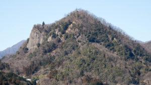 切り立った崖がかっこいい山